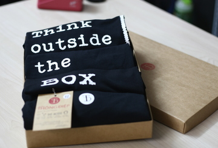 Áo Thun Nhóm - Think outside the Box